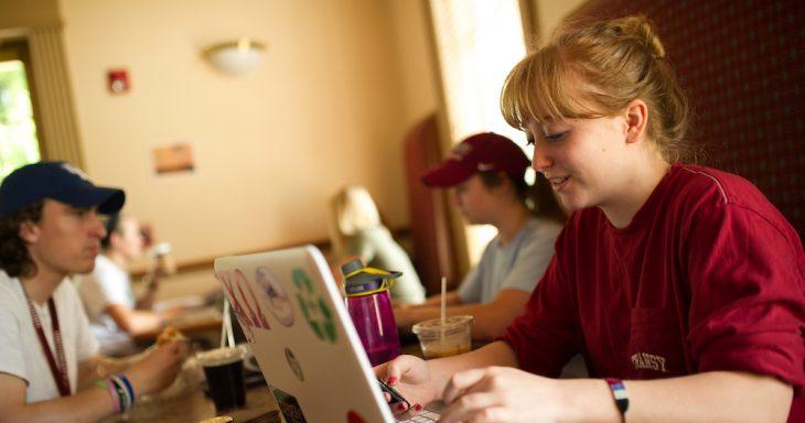 Girl in Gratz Perk with laptop
