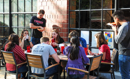 students at a cafe eating pizza