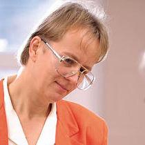 Dr. Eva Csuhai